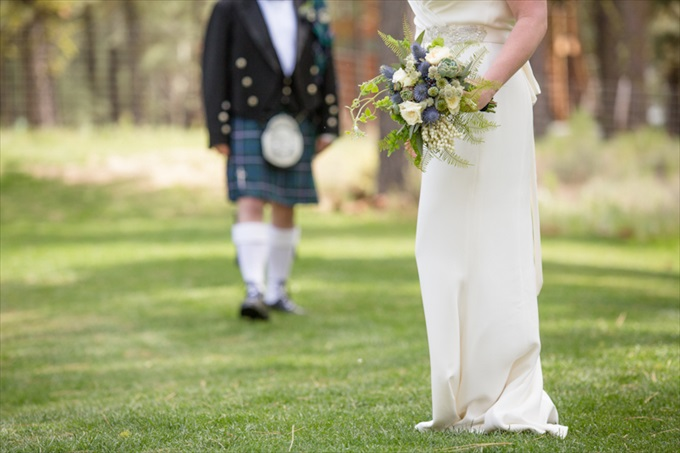 Scottish Fairytale Wedding | Photography - Johnstone Studios | https://emmalinebride.com/real-weddings/scottish-fairytale-wedding/