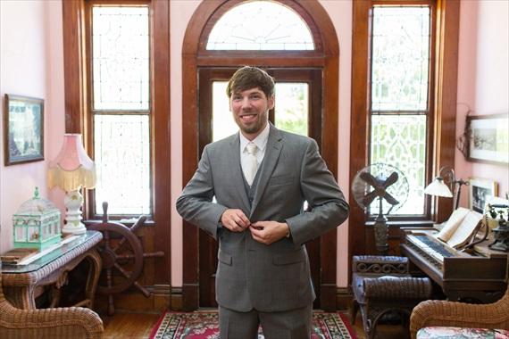 Filda Konec Photography - Hemingway House Wedding - groom gets ready for wedding