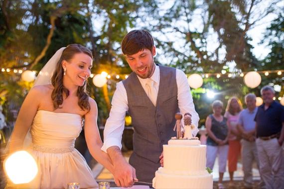 Filda Konec Photography - bride and groom cut wedding cake