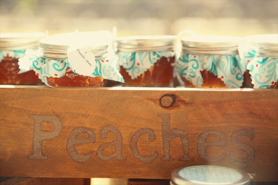 Drozian Photoworks - peach jam wedding favors - diy rustic barn wedding