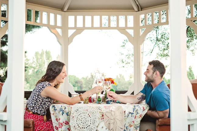 couple picnic pavilion| Photo: White Ivory Photography | via https://emmalinebride.com/real-weddings/hipster-engagement-session-what-does-one-look-like/