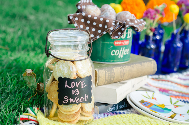 hipster engagement session with mason jar cookies| Photo: White Ivory Photography | via https://emmalinebride.com/real-weddings/hipster-engagement-session-what-does-one-look-like/