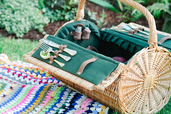 picnic basket| Photo: White Ivory Photography | via https://emmalinebride.com/real-weddings/hipster-engagement-session-what-does-one-look-like/