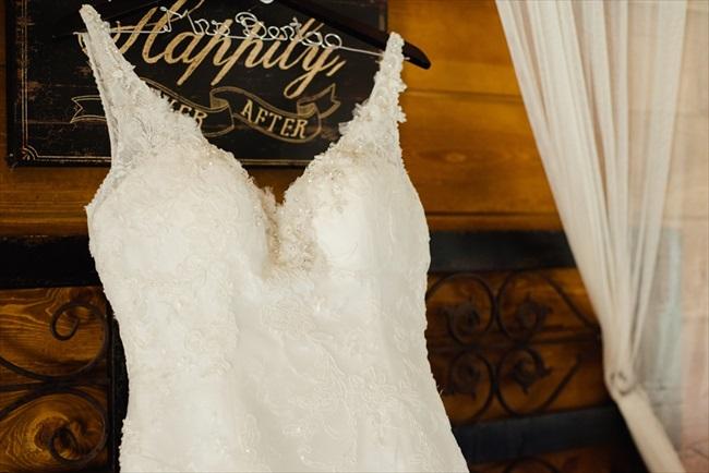 Dodasa Ranch Wedding photo: White Ivory Photography | via https://emmalinebride.com