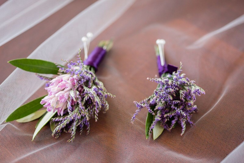 Winery Style Wedding Shoot - Boutonnieres (photo: olivia smartt) http://emmalinebride.com/themes/winery-style-wedding/