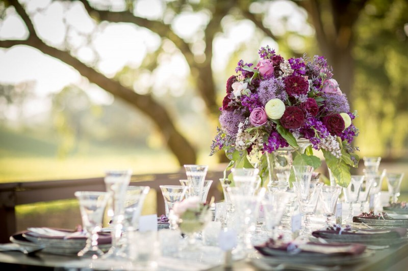 Winery Styled Wedding Shoot - Elegant Table Setting (photo: olivia smartt) https://emmalinebride.com/themes/winery-style-wedding/