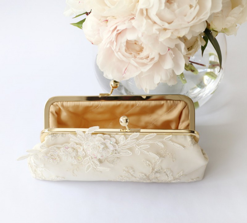 Alencon Lace Bridal Clutch Bag | by ANGEE W. | https://emmalinebride.com/bride/lace-bridal-clutch-bag/