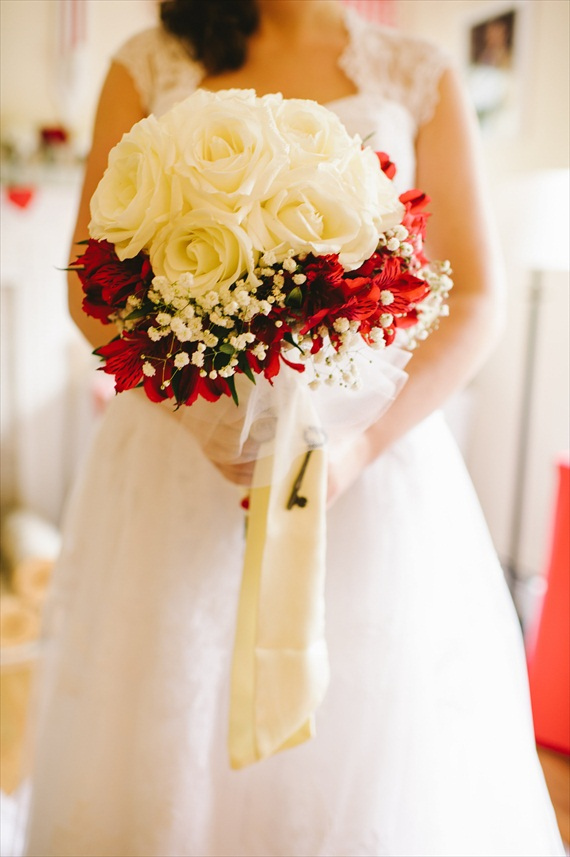americana-wedding-red-bouquet-white-flowers (photo: michelle gardella)