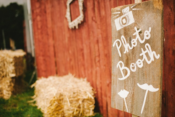 Americana Wedding:  rustic photo booth (photo: michelle gardella)