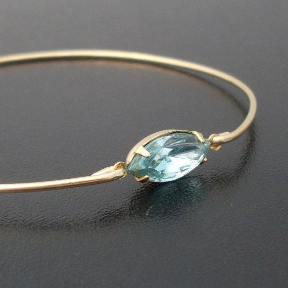 aquamarine bracelet | via Best Aquamarine Jewelry Finds on Etsy - https://emmalinebride.com/bride/best-aquamarine-jewelry/