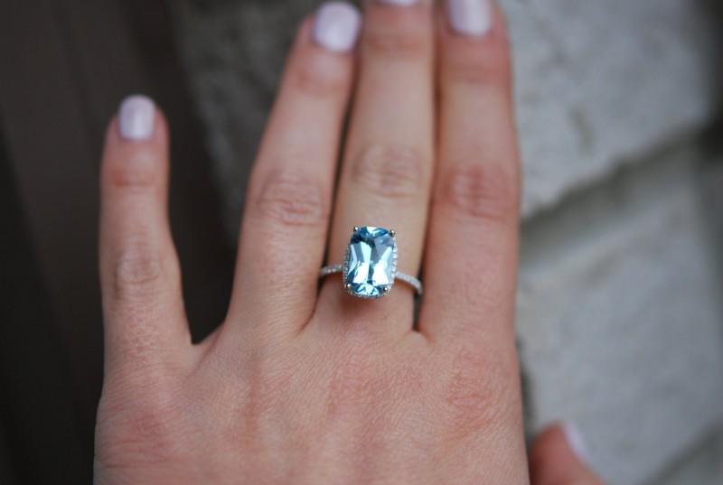 Aquamarine engagement ring | via Best Aquamarine Jewelry Finds on Etsy - https://emmalinebride.com/bride/best-aquamarine-jewelry/