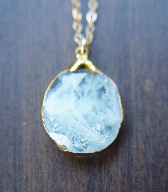 aquamarine pendant necklace | via Best Aquamarine Jewelry Finds on Etsy - https://emmalinebride.com/bride/best-aquamarine-jewelry/