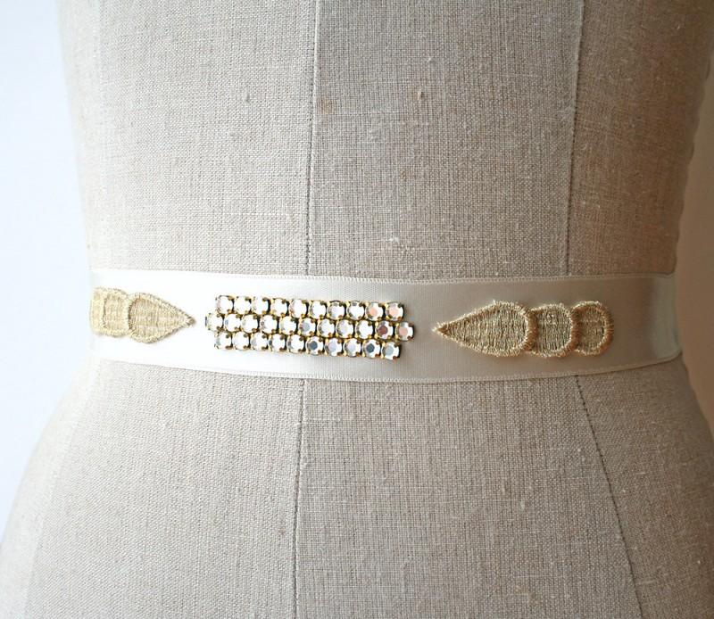 art deco wedding dress sash | NEW Wedding Dress Sash Ideas via http://emmalinebride.com/bride/wedding-dress-sash-ideas/