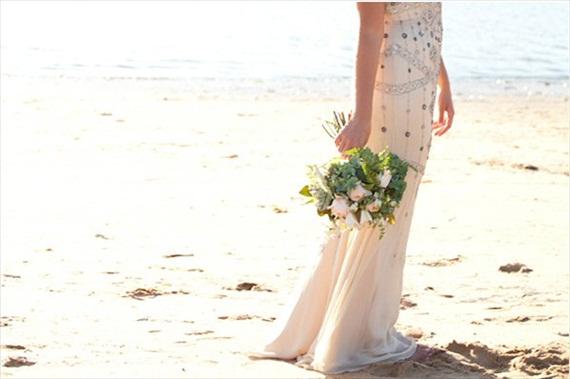 Beach Ceremony Tips (photo by my lens of love) | via 12 Best Beach Ceremony Tips - http://emmalinebride.com/ceremony/beach-ceremony-tips/