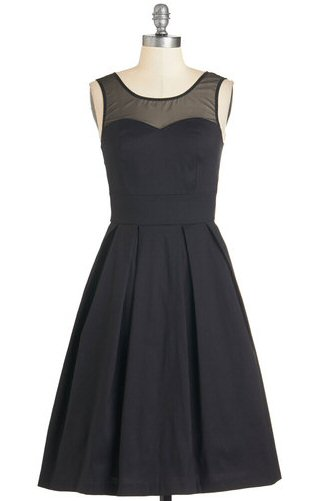 black-dress-with-sweetheart-neckline