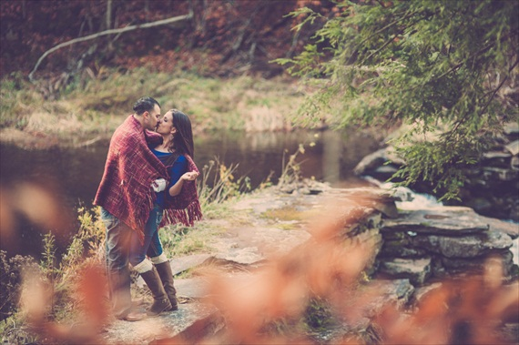 7 Engagement Photo Tips (via EmmalineBride.com) - photo by stripling photography