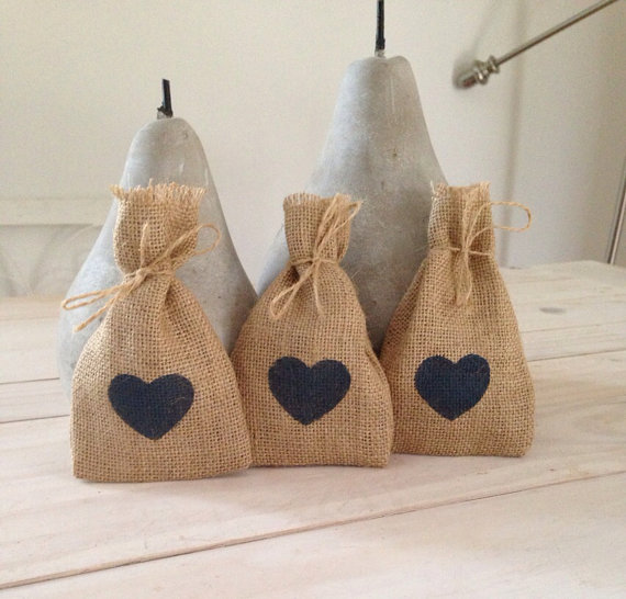 blue heart favor bags | 35 Easily Beautiful Ways to Use Burlap for Weddings https://emmalinebride.com/rustic/ways-use-burlap-weddings/