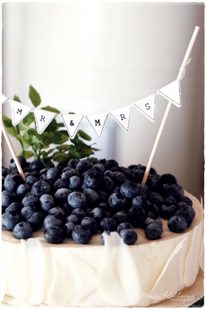 blueberry topped wedding cake with banner -  8 Amazing Cheesecake Wedding Cakes & Ideas via EmmalineBride.com