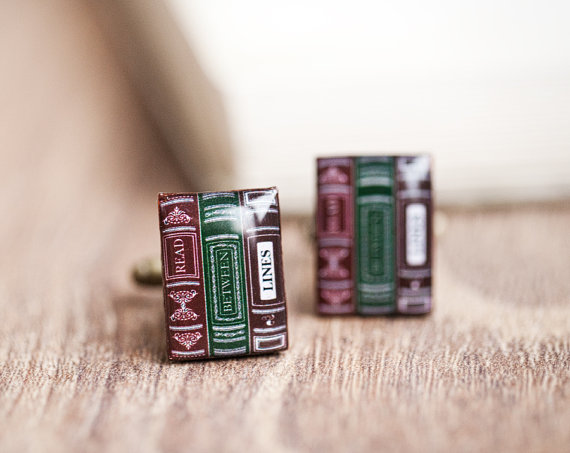 books | Custom Cufflinks Groomsmen Gifts | via EmmalineBride.com