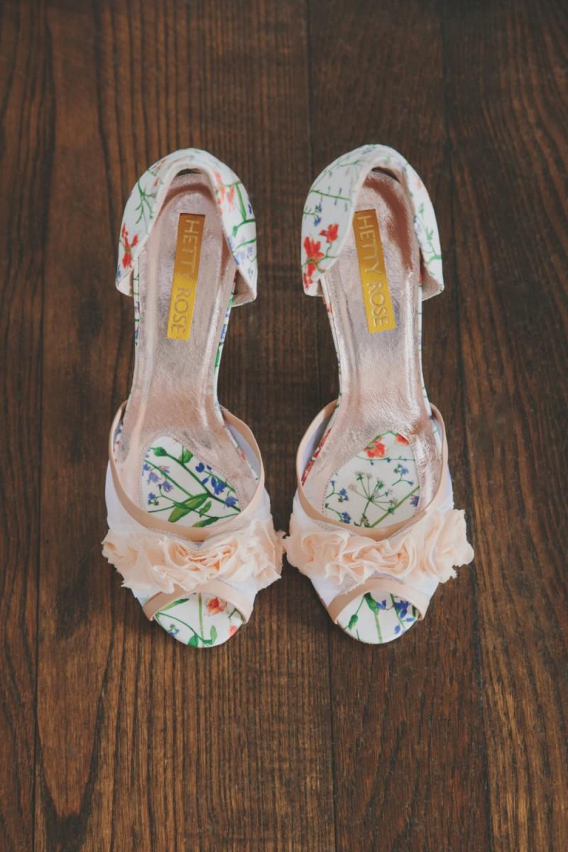 botanical liberty london print heels | via 31 Best Handmade Wedding Shoes https://emmalinebride.com/bride/handmade-wedding-shoes/