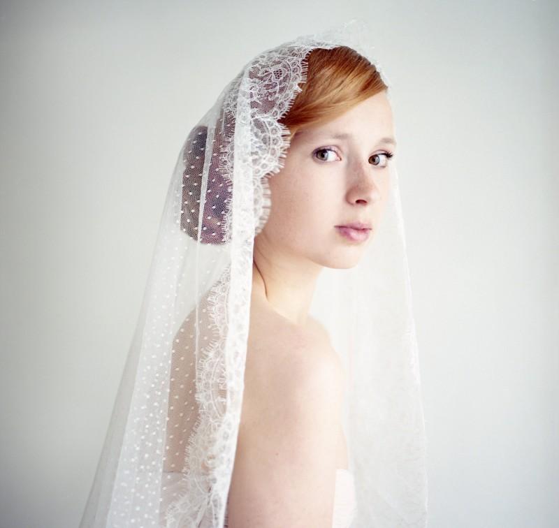 bridal mantilla veil | mantilla veils weddings | by SIBO Designs | Photo: Sheila Bobeldijk