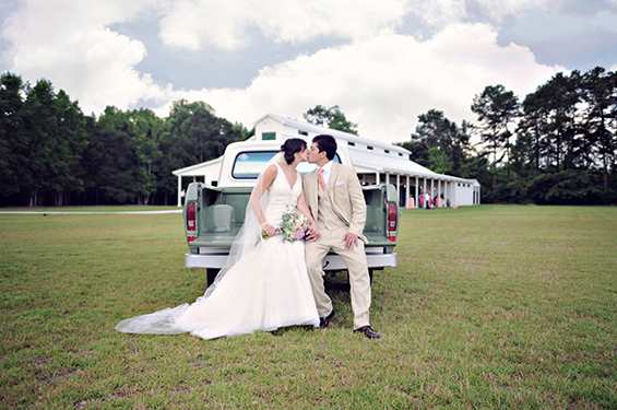 Is a Stress Free Wedding Really Possible? (via EmmalineBride.com) - photo - brooke brooks photography