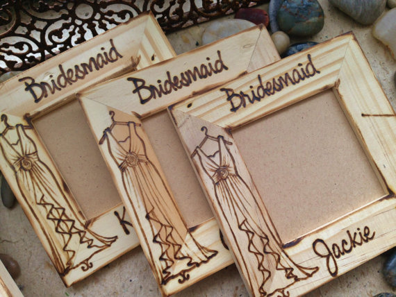 bridesmaid frame | bridesmaid gift ideas https://emmalinebride.com/gifts/bridesmaid-gift-ideas/