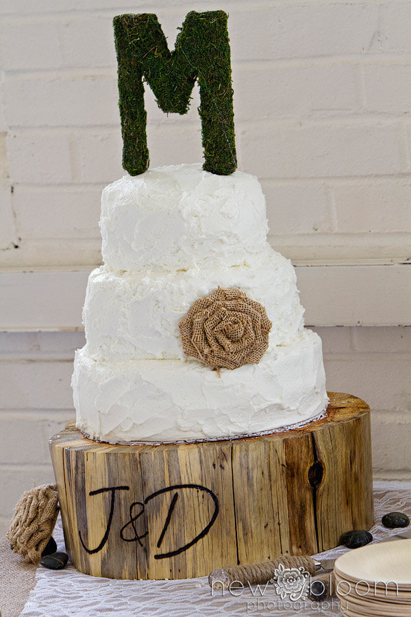 burlap flower cake decoration | 50 Best Burlap Wedding Ideas | via http://emmalinebride.com/decor/burlap-wedding-ideas/