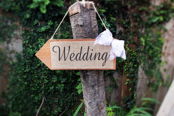 burlap wedding direction sign | 35 Easily Beautiful Ways to Use Burlap for Weddings http://emmalinebride.com/rustic/ways-use-burlap-weddings/