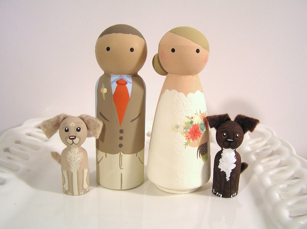 cake topper with dogs by enamor weddings