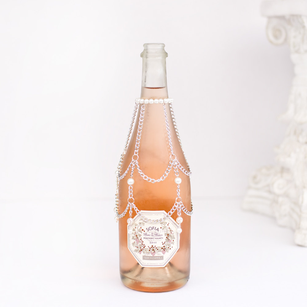 Champagne Bottle Chain | What to Put in Wedding Welcome Bags | https://emmalinebride.com/planning/wedding-welcome-bags/