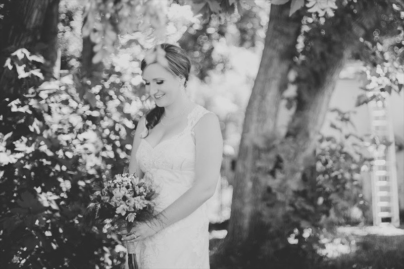 Colorado Chic Farm Wedding | Photographer: Searching for the Light Photography | via http://emmalinebride.com/real-weddings/colorado-chic-farm-wedding-christy-eric/