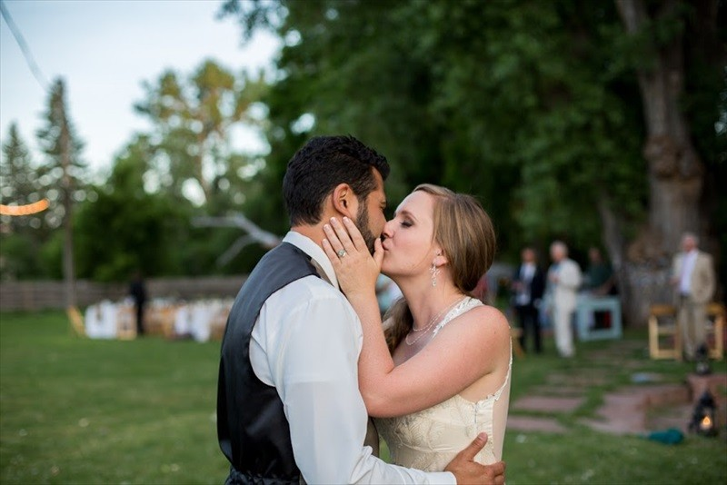 Colorado Farm Wedding | Photographer: Searching for the Light Photography | via http://emmalinebride.com/real-weddings/colorado-chic-farm-wedding-christy-eric/