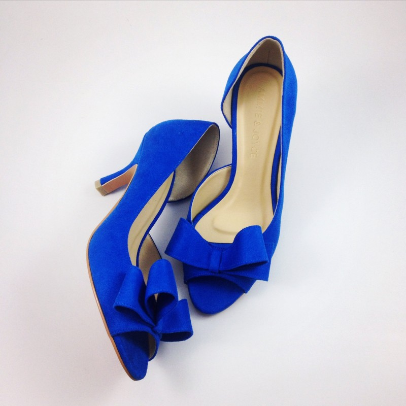 cobalt blue heels | via 31 Best Handmade Wedding Shoes https://emmalinebride.com/bride/handmade-wedding-shoes/
