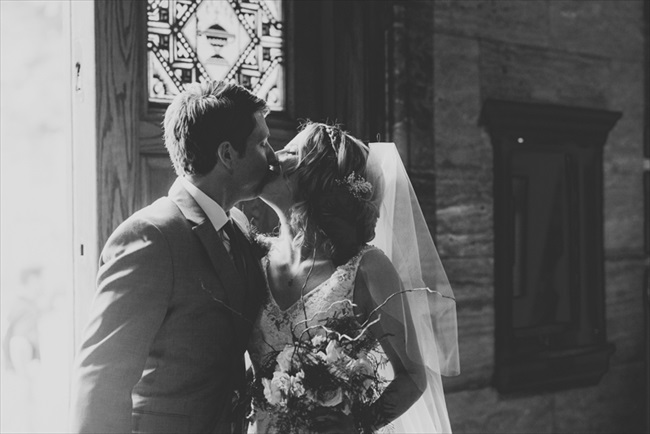 The bride and groom kiss | Photo: Searching for the Light Photography LLC | via https://emmalinebride.com/real-weddings/colorado-chic-wedding-kendall-brian/