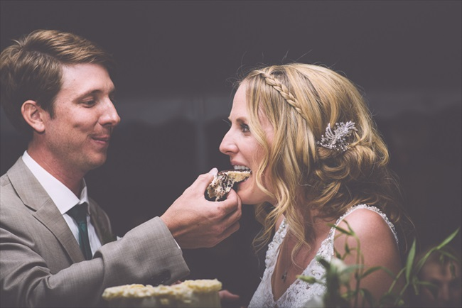 Bride and groom eating cake | Photo: Searching for the Light Photography LLC | via https://emmalinebride.com/real-weddings/colorado-chic-wedding-kendall-brian/