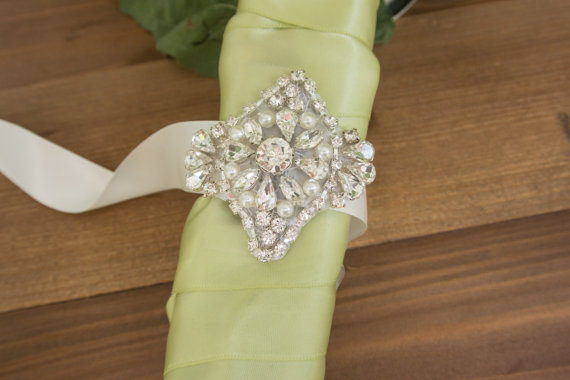 Customize your bouquet with a crystal bouquet wrap