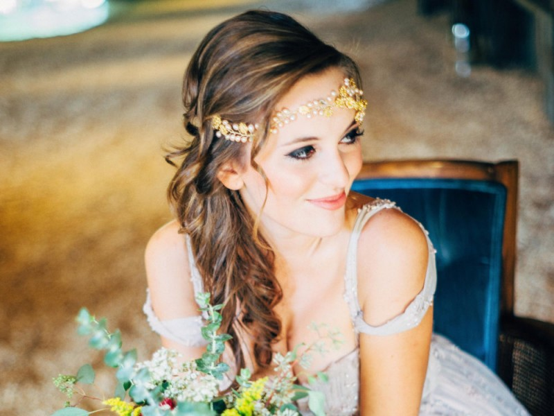 Boho Wedding Headpiece by Gadegaard Design | photo: Kayla Coleman | https://emmalinebride.com/bride/boho-wedding-headpiece/