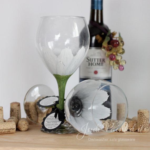 daisy wine glasses by judipaintedit | daisy ideas theme weddings