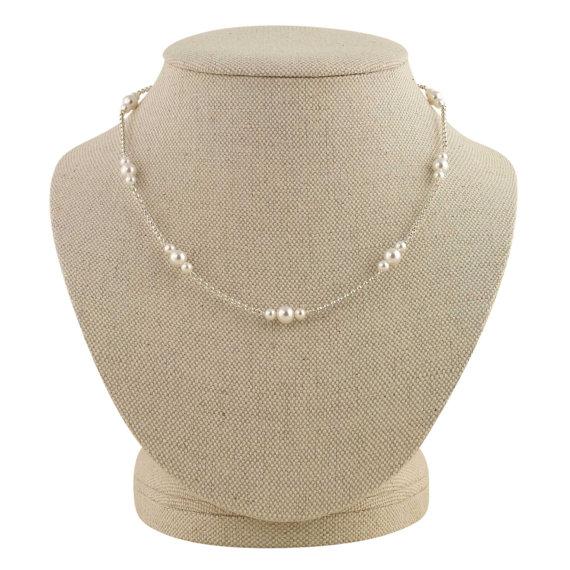 delicate pearl necklace | pearl necklaces brides https://emmalinebride.com/bride/pearl-necklaces-brides/