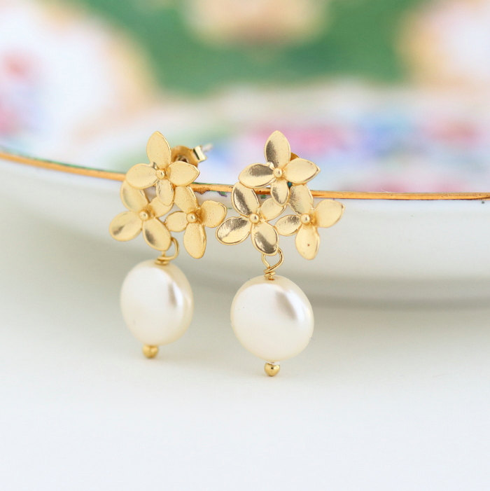 disc pearl earrings | by jacaranda designs | http://emmalinebride.com/bride/pearl-earrings-bride/ | pearl earrings bride