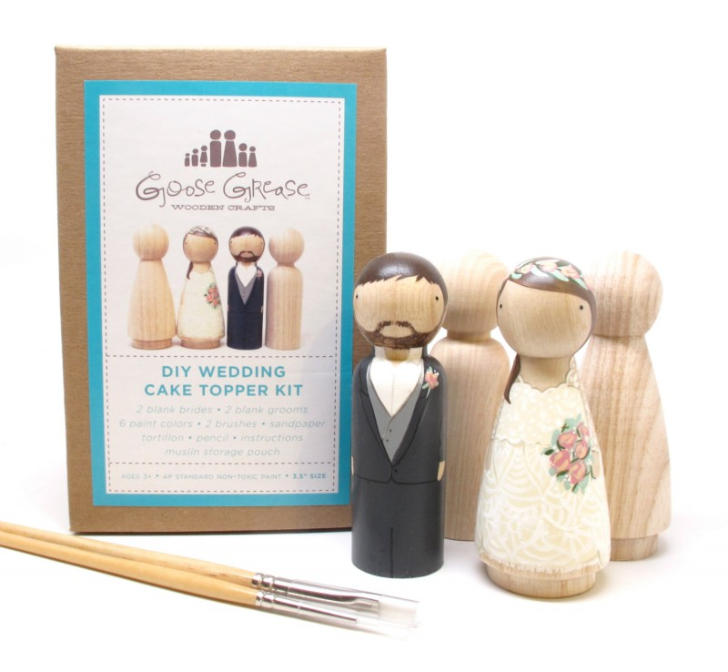 diy cake topper kit | Best DIY Wedding Projects via https://emmalinebride.com/decor/best-wedding-diy-projects/