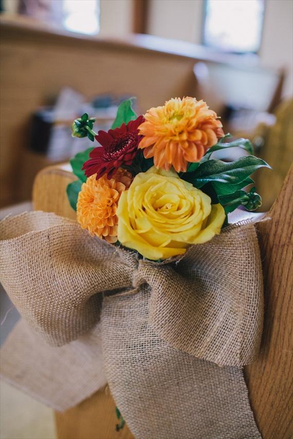 DIY Fall Wedding - Photo by Noelle Ann Photography - #ceremony #flower #decoration #burlap
