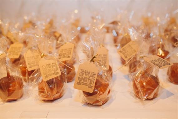 DIY Fall Wedding - Photo by Noelle Ann Photography - #caramel #apple #wedding #favors