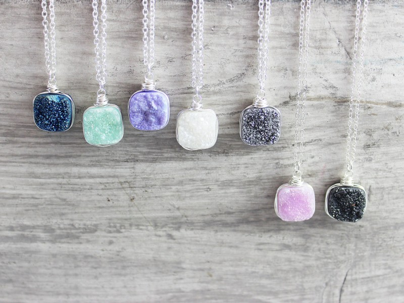 druzy necklaces | https://emmalinebride.com/bridesmaid/colorful-druzy-necklaces/
