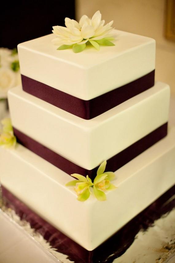 fake wedding cakes | via http://emmalinebride.com/reception/fake-wedding-cakes-look-real/