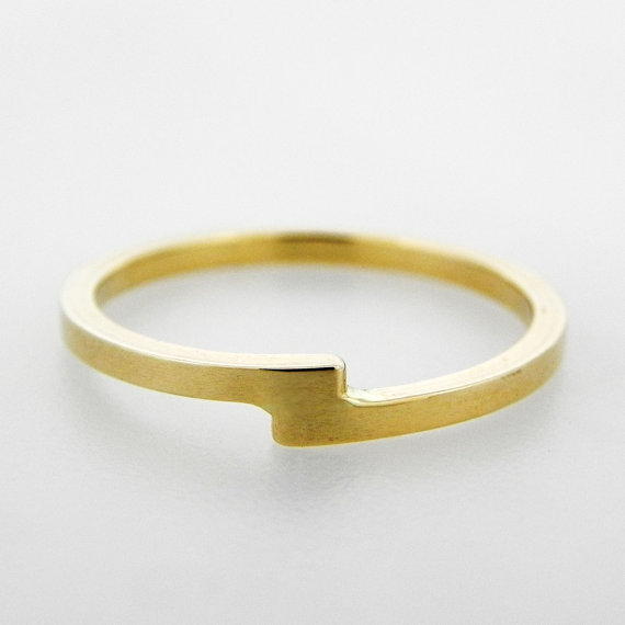 faulted aurum infinity ring via 7 Alternative Wedding Ring Ideas