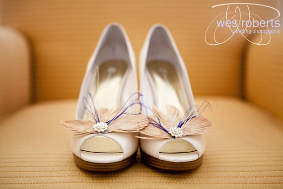 Feather Themed Wedding - feather shoe clips by lovmely