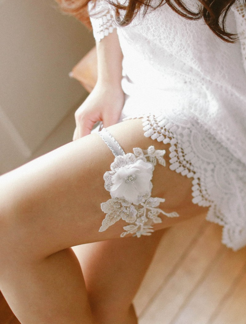 floral lace wedding garter | https://emmalinebride.com/vintage/floral-lace-wedding/