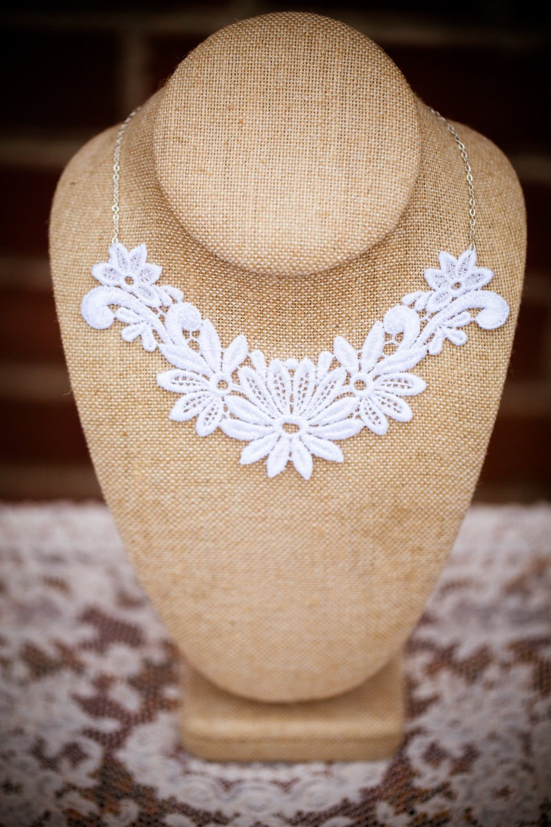 floral lace wedding necklace | https://emmalinebride.com/vintage/floral-lace-wedding/